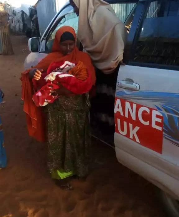 A new mother is dropped home after delivering at our MCHN in Kismayo